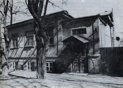 В этом доме родился и жил Н.Н.Дубовской